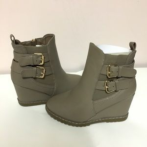 Shoes - GREY BOOTIES